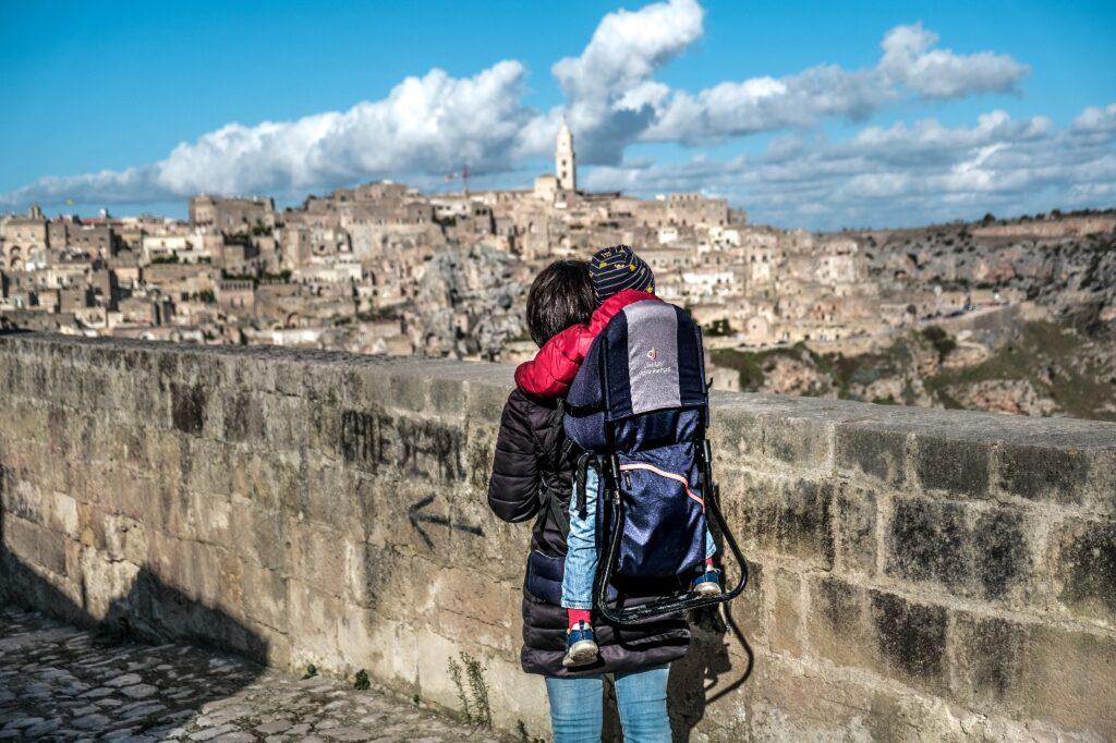 Noleggio zaino porta bambino a Matera con Lapharma