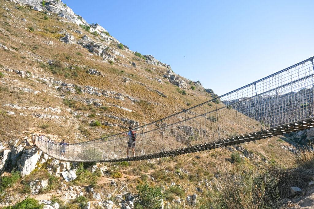 Il Ponte Tibetano di Matera dal lato ovest