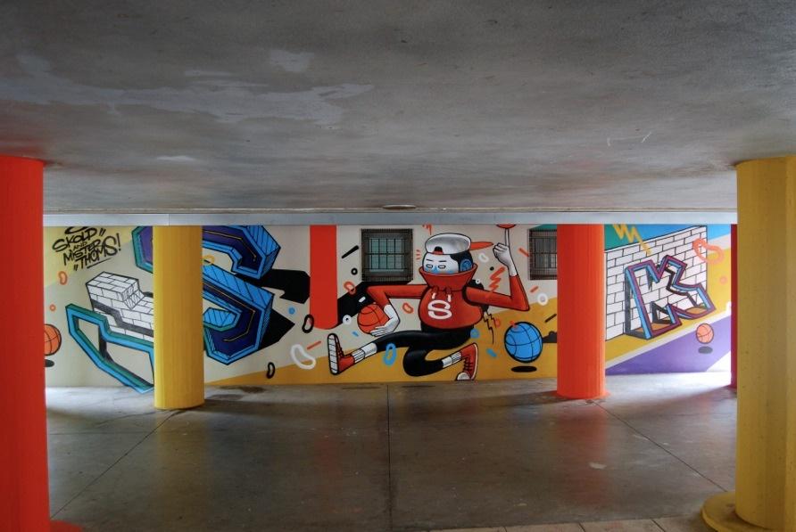Opere di Nico Skolp e Mister Thoms, progetto Openplayfulspace di Fondazione Matera-Basilicata 2019 e Uisp Basilicata con la collaborazione della direzione artistica della Momart Gallery, piazza degli Olmi, Matera.